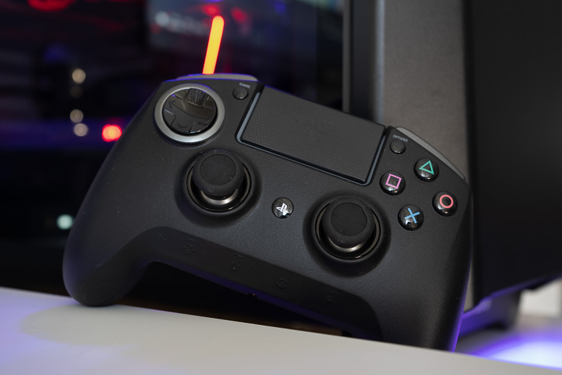 Raiju Ultimate / The razer raiju ultimate is designed to be modular and customizable at many levels.